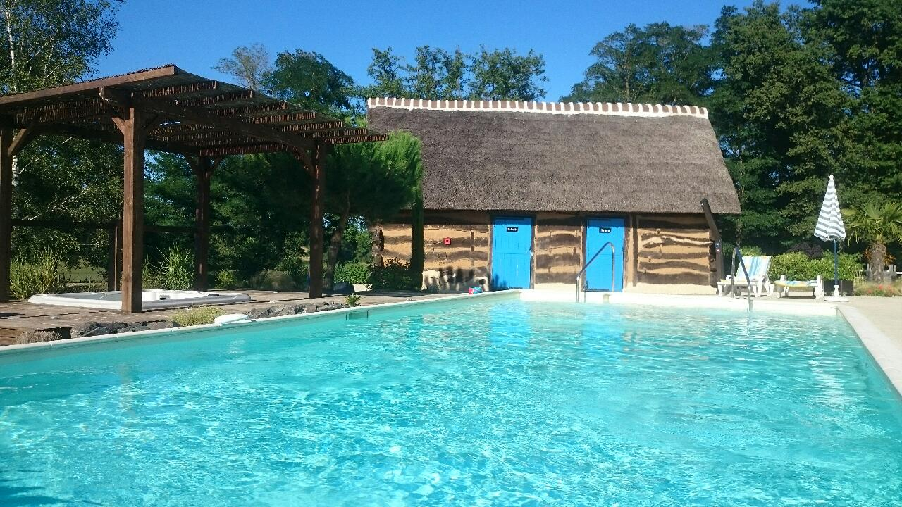 H tel la maison du lac thionne tourissima for Piscine du lac tours