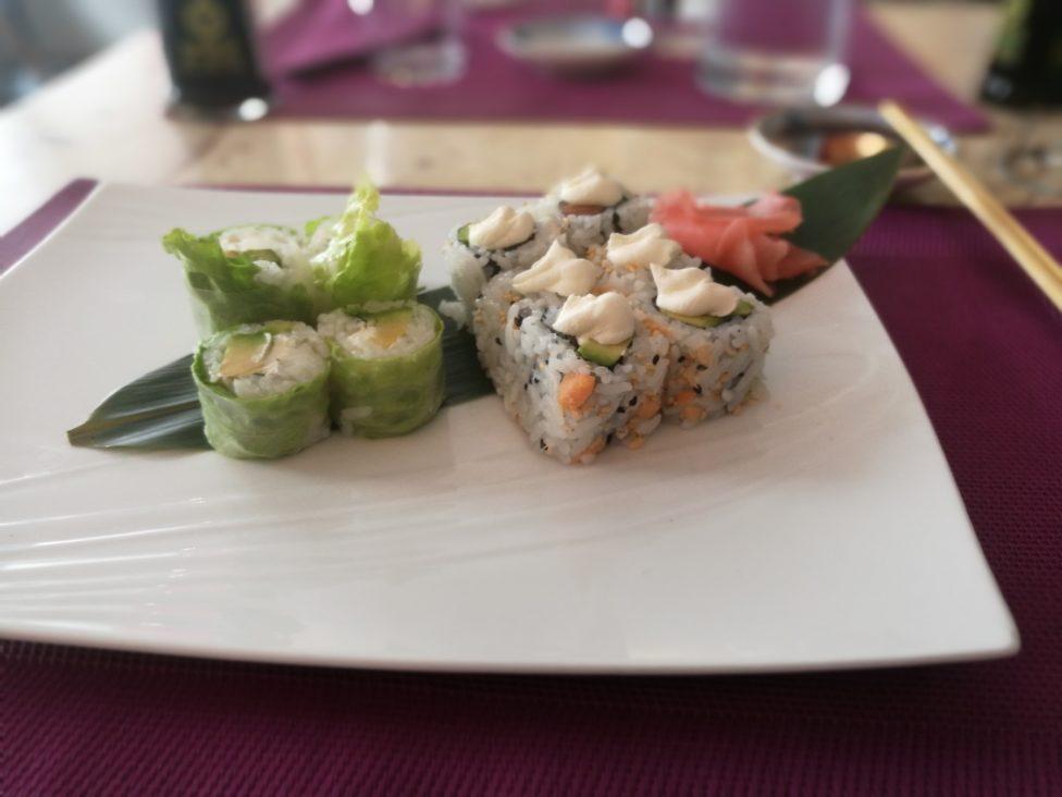 California rolls saumon cheese & Spring rolls avocat concombre